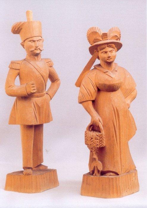 Богородская резная игрушка кавалер и барыня